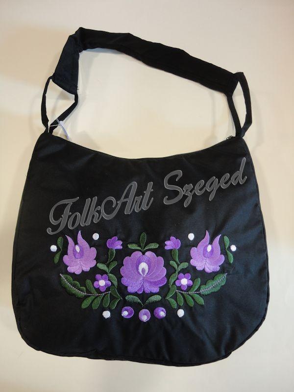 3f81655ae3 1006. Hímzett fekete táska, lila