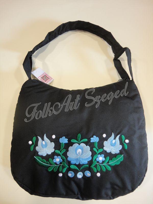 244ee36552 1007. Hímzett fekete táska, kék