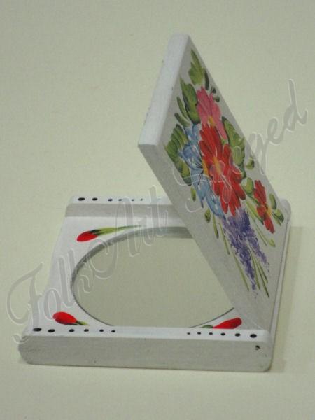 201. Pipere tükör, fehér alapon színes, festett virágmotívumokkal