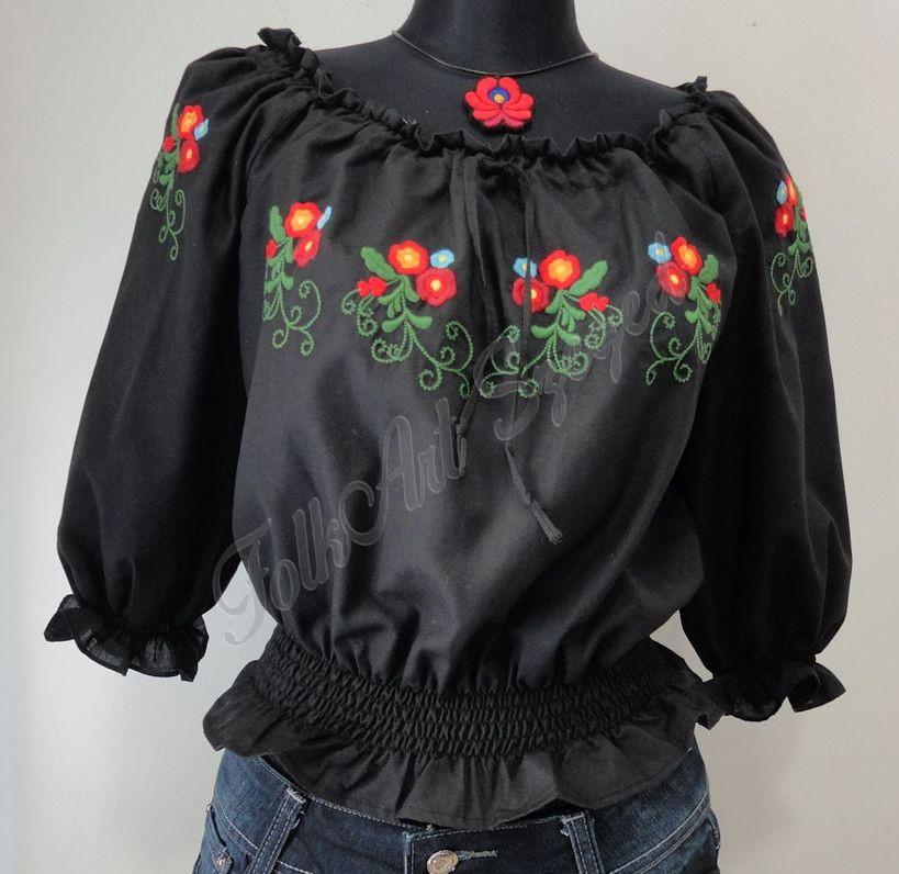 271. Vállra lehúzható, gumis derekú, rövid fazonú hímzett blúz,  fekete alapon színes virágos mintával