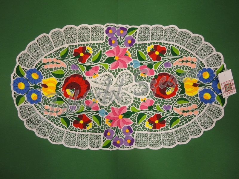 240. Kalocsai, rishelt szélű alátét, színes virágos, ovál, 30 x 50 cm