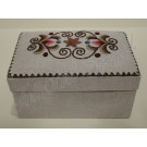 10. Kress vászon, kézzel hímzett, szögletes varrós doboz 18 x 11,5 x 9