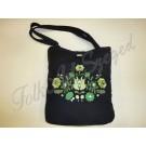 994. Hímzett fekete  táska matyó virágos mintával