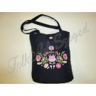 """991. Hímzett  fekete táska, matyó"""" virágos  mintával"""